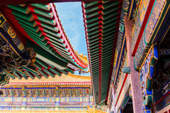 Tetto variopinto del tempio cinese, tempio pubblico Fotografia Stock Libera da Diritti