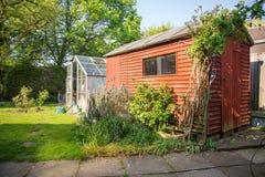 Tettoia e serra, giardino posteriore inglese, ora legale fotografie stock