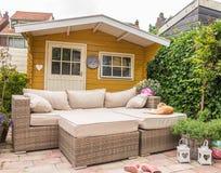 Tettoia e sofà del giardino Fotografia Stock