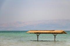 Tettoia in mare il mar Morto nell'Israele Immagine Stock