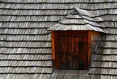 Tettoia sulle assicelle del tetto Fotografia Stock Libera da Diritti
