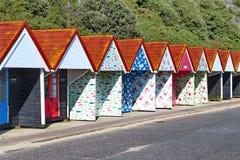 Tettoie della spiaggia di Bournemouth vicino alla spiaggia Fotografia Stock Libera da Diritti
