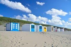 Tettoie della spiaggia sulla spiaggia di Texel nei Paesi Bassi fotografie stock libere da diritti