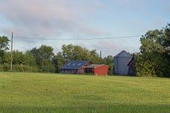 Tettoie di uno stoccaggio dell'azienda agricola Fotografia Stock Libera da Diritti