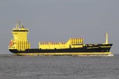700 TEU-Containerschiff Borussia Dortmund auf dem Fluss Elbe stockbilder