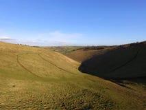 Teufel-Damm-Süd- Abstieg-Weise Ost-Sussex Stockbild