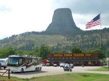 Teufel-Turm-Nationaldenkmaleintritt mit Besucher, Handelsstation Stockfoto