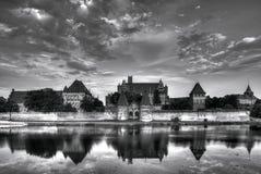 Teutońscy rycerze w Malbork kasztelu w lecie Zdjęcia Royalty Free