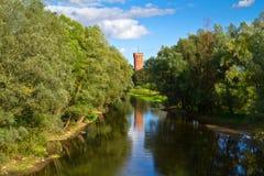 Teutonic Schloss in Swiecie in dem Fluss Lizenzfreie Stockfotos