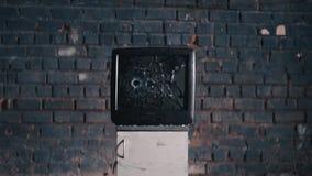 A tevê da televisão do tiro da televisão disparou na destruição disparada comida filme