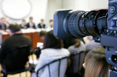 Tevê na conferência de imprensa.