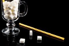Teveel suiker Kubussen van suiker in het glas Concept unhealt Royalty-vrije Stock Foto