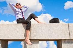 Tevreden met een kerel op het dak Stock Foto
