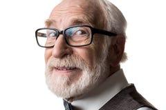 Tevreden oude mens die oogglazen dragen stock afbeelding