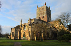 Tewkesbury-Abtei, England, Szene des frühen Morgens Lizenzfreie Stockfotografie
