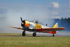 Texan AT6 на взлётно-посадочная дорожке Стоковые Изображения