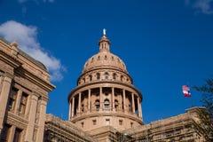 Texas Capitol Building com bandeiras Imagens de Stock