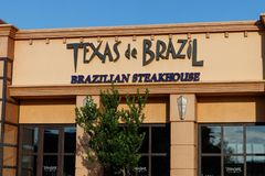 Texas De Brazil Brazilian Steakhouse Ein Brasilianisch-amerikanisches churrascaria Angebottexaner Artfleisch I lizenzfreies stockbild