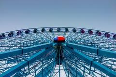 Texas Ferris Wheel azul com céu azul fotografia de stock