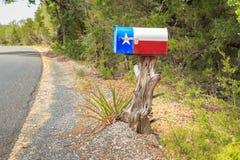 Texas Flag Mailbox op een Boomstomp royalty-vrije stock afbeelding