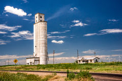Texas Grain Silo e parco eolico Fotografia Stock