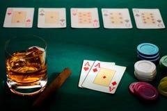 Texas guarda-os pôquer com uma mão de dois ás foto de stock