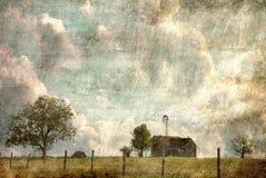 Texas Hill Country Farm House con la cerca Line del alambre de púas imagenes de archivo