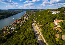Texas Hill Country Mount Bonnell-Road aan Texas Aerial over Austin Stock Foto's