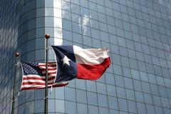 Texas och USA-flaggor Royaltyfri Fotografi