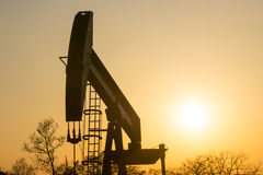 Texas Oil Well Against Setting Sun III Lizenzfreie Stockfotografie