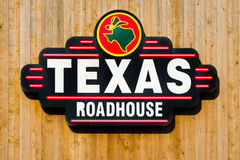 Texas Roadhouse Exterior Sign und Logo Stockbilder