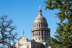 Texas State Capitol Dome mit Bäumen Stockbild
