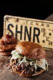 Texas Style BBQ dragen grisköttsmörgås Royaltyfri Fotografi