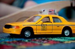 Texi司机,玩具汽车 图库摄影