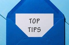 TextÖVERKANTEN TIPPAR på papper i blått kuvert äganderätt för home tangent för affärsidé som guld- ner skyen till Royaltyfri Bild