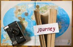 Text auf dem Papier zu reisen stockfoto