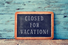 Text closed for vacation in a chalkboard Royalty Free Stock Photos