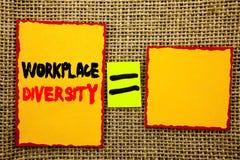 Text, der Arbeitsplatz-Verschiedenartigkeit zeigt Geschäftsfoto, das Unternehmenskultur-globales Konzept für die Unfähigkeit gesc lizenzfreies stockbild