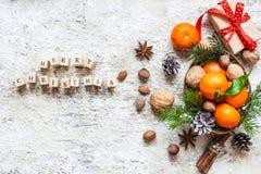 Text der frohen Weihnachten gemacht mit Holzklötzen Stockfotos