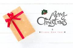 Text der frohen Weihnachten und des guten Rutsch ins Neue Jahr mit Geschenkboxen Stockbilder