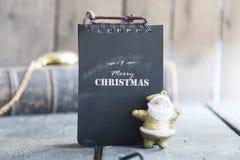 Text der frohen Weihnachten und Sankt, Weinleseart Lizenzfreie Stockbilder