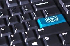 Text des Gesundheits-Checks auf blauem Knopf Stockfoto