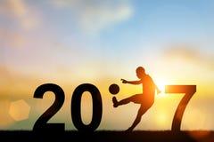 Text des Schattenbild-Fußball-Spielers im Jahre 2017 Lizenzfreies Stockbild