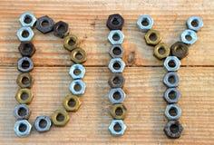 Text DIY (tun Sie es sich), von den kleinen Nüssen Stockfotografie