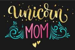 Text för kalligrafi för guld- folie för Unicorn Mom hand utdragen isolerad färgrik på mörk bakgrund vektor illustrationer