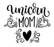 Text för kalligrafi för moderm för Unicorn Mom hand utdragen stock illustrationer