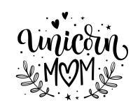 Text för kalligrafi för moderm för Unicorn Mom hand utdragen med blom- beståndsdelar, stjärnor, hjärtadekor vektor illustrationer