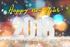 Text för lyckligt nytt år 2018 ovanför den tomma wood tabellen med ljus bakgrund för snöfall och för bokeh royaltyfri bild