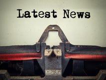 Text för nyheterna för tappningskrivmaskin senast arkivfoto