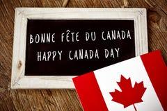 Text-glücklicher Kanada-Tag auf französisches und englisch lizenzfreies stockbild